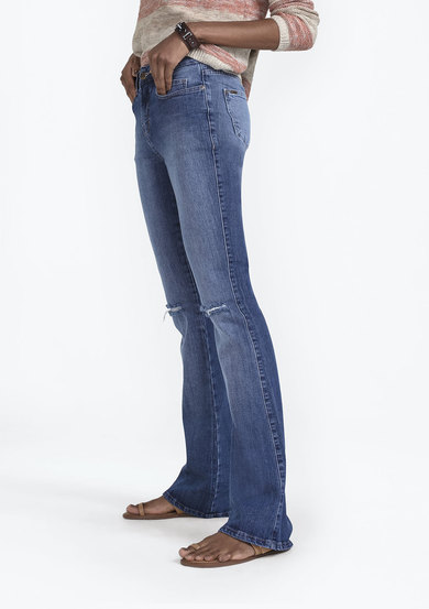 Calça Jeans Boot Cut Petit Com Destroyed | Dzarm