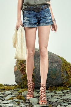Shorts Jeans Na Base Quadradinho Com Puidos | Outlet