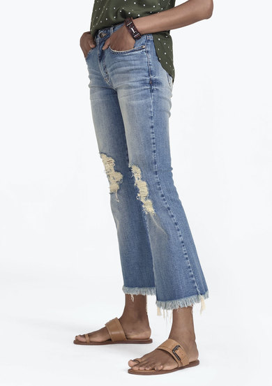 Calça Jeans Flare Cropped Com Destroyed | Dzarm