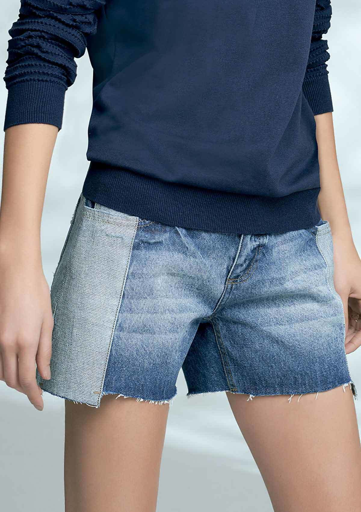 Shorts comfort jeans feminino hering com detalhes destroyed na Hering